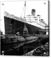 Morning Fog Russian Sub And Queen Mary 02 Bw Acrylic Print