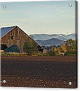 Rogue Valley Barn In Late Afternoon Acrylic Print