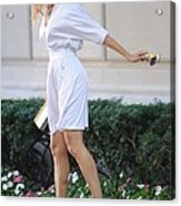 Sarah Jessica Parker Wearing A Halston Acrylic Print