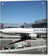 United Airlines Jet Airplane At San Francisco Sfo International Airport - 5d17107 Acrylic Print