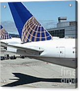 United Airlines Jet Airplane At San Francisco Sfo International Airport - 5d17110 Acrylic Print by Wingsdomain Art and Photography