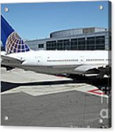 United Airlines Jet Airplane At San Francisco Sfo International Airport - 5d17112 Acrylic Print