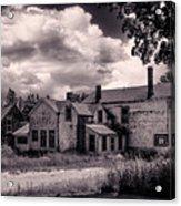 Old Farmhouse In Maine Acrylic Print