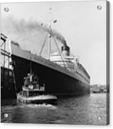 Rms Queen Elizabeth Acrylic Print by Dick Hanley and Photo Researchers
