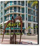 Duenos Do Las Estrellas Sculpture - Downtown - Miami Canvas Print by Ian Monk