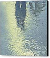 Kissing Couple With Palm Reflection Canvas Print