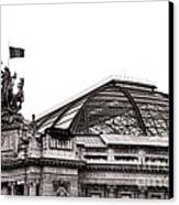Le Grand Palais Canvas Print by Olivier Le Queinec
