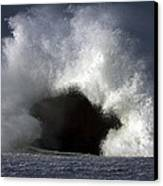 Rock V Wave IIi Canvas Print by Tony Reddington