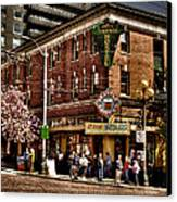 The Green Tortoise Hostel In Seattle Canvas Print by David Patterson