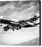 United Airlines Airplane In Black And White Canvas Print by Paul Velgos