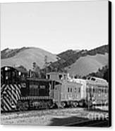 Historic Niles Trains In California . Southern Pacific Locomotive And Sante Fe Caboose.7d10819.bw Canvas Print