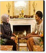 First Lady Michelle Obama Meets Canvas Print