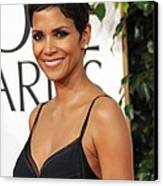 Halle Berry At Arrivals For The Canvas Print