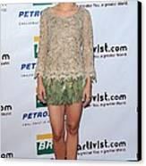 Kristen Bell Wearing An Alberta Canvas Print