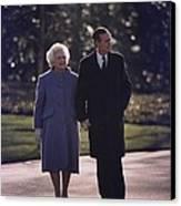 President George And Barbara Bush Take Canvas Print by Everett