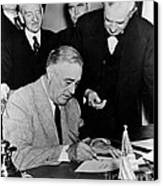 Roosevelt Signing Declaration Of War Canvas Print
