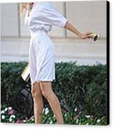 Sarah Jessica Parker Wearing A Halston Canvas Print