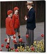 Schoolboys Chat With A Master At Kings Canvas Print by Franc Shor