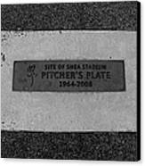Shea Stadium Pitchers Mound In Black And White Canvas Print