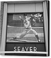 Tom Seaver 41 In Black And White Canvas Print