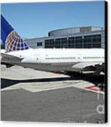 United Airlines Jet Airplane At San Francisco Sfo International Airport - 5d17112 Canvas Print