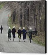 Amish People Visiting Middle Creek Canvas Print by Ira Block