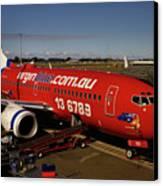 Boeing 737-7q8 Canvas Print