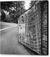 Gate And Driveway Of Graceland Elvis Presleys Mansion Home In Memphis Tennessee Usa Canvas Print by Joe Fox