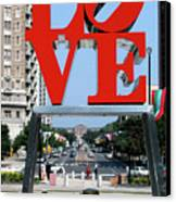 Love Sculpture In Philadelphia Canvas Print by Carl Purcell
