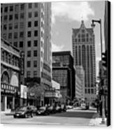Milwaukee Street Scene B-w Canvas Print