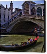 Rialto Bridge In Venice Italy Canvas Print by David Smith