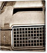 1972 Oldsmobile Grille Emblem Canvas Print
