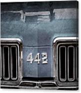 1970 Oldsmobile 442 Grille Emblem Canvas Print