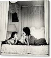 Elizabeth Taylor With Her Daughter Canvas Print