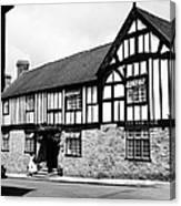 England: Red Lion Inn Canvas Print