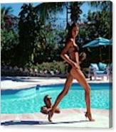 Gisele Bundchen Walking Poolside Canvas Print