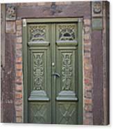 Green Door Ystad Canvas Print
