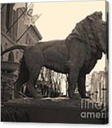 Guarded Lion Statue In Chicago Canvas Print