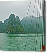 Ha Long Bay's Limestone Islands-vietnam Canvas Print