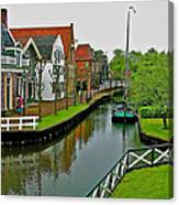 Homes Near The Dike In Enkhuizen-netherlands Canvas Print