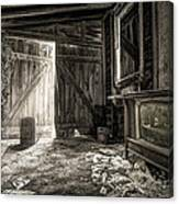 Inside Leo's Apple Barn - The Old Television In The Apple Barn Canvas Print
