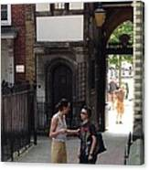 London Couple  Canvas Print