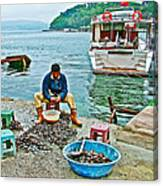 Man Selling Fresh Mussels On The Bosporus In Istanbul-turkey  Canvas Print