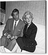 Marilyn Monroe And Joe Dimaggio Canvas Print