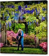 New York Lovers In Springtime Canvas Print