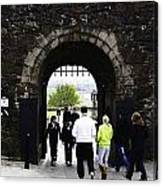 Oil Painting - Staff And Tourists At The Entrance Of Stirling Castle Canvas Print