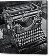 Old Fashioned Underwood Typewriter Bw Canvas Print