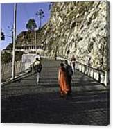 People Walking On The Path Leading To Shrine Of Vaishno Devi Canvas Print
