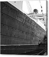 Portside Bw Queen Mary Ocean Liner Long Beach Ca Canvas Print
