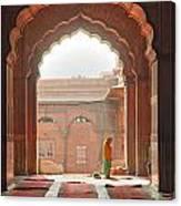 Praying At The Jama Masjid Mosque - Old Delhi Canvas Print